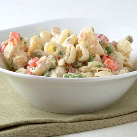 Reteta: Salata de pui, paste si ciuperci