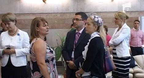 VIDEO! Gafa diplomatica: Femeile din delegatia Romaniei in China s-au imbracat in alb, simbol al doliului