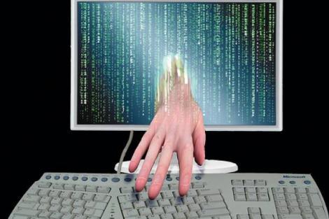 "Arad: ""Hacker-ul vedetelor"", retinut de DIICOT"