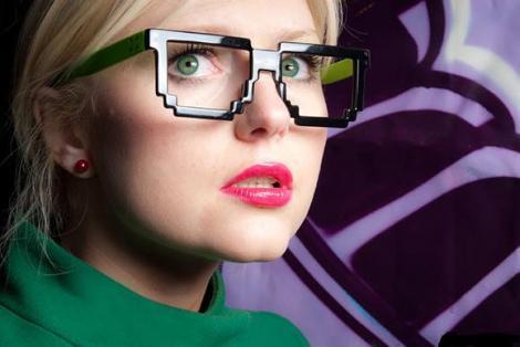 Ochelarii pixeli, un must have vara aceasta