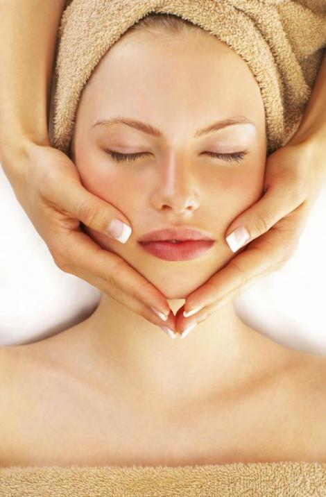 Masajul facial regulat previne ridurile!