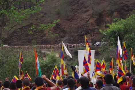 The Sun Behind the Clouds: Tibet' s Struggle for Freedom