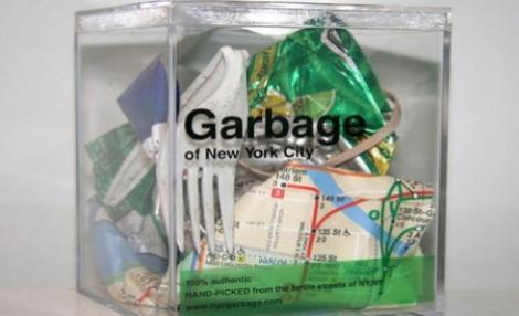 "Un artist vinde gunoi ""autentic"" din New York"