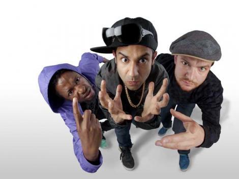 Foreign Beggars, cel mai tare grup hip hop din Anglia, vine la Peninsula