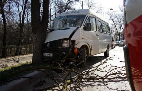 VIDEO! UPDATE! Un autocar cu 42 de copii a fost implicat intr-un accident de circulatie pe DN1