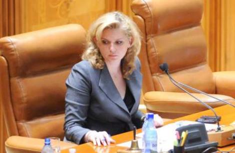 Roberta Anastase: Demisia lui Cseke Attila este un act unilateral, postul revine tot UDMR