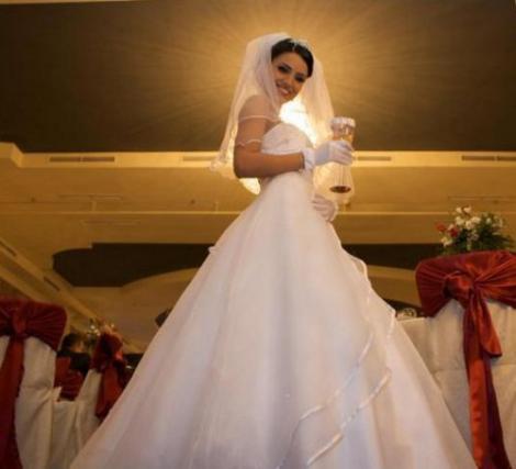 Pe Vaporul iubirii, Adelina sarbatoreste cu alti barbati un an de la divortul de Liviu Varciu