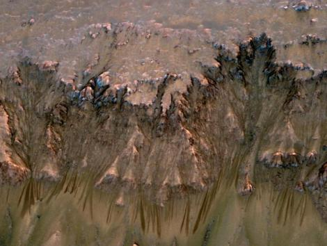 VIDEO! Exista apa lichida pe Marte