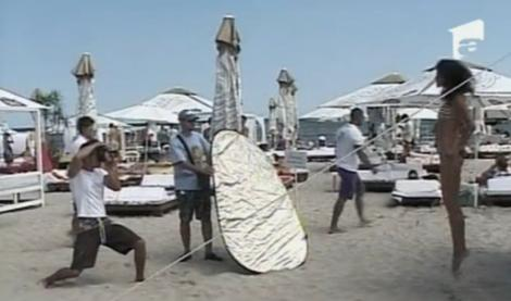 VIDEO! Fetele au parte de cursuri de fotografie pe plaja