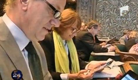 VIDEO! iPad-uri pentru senatorii olandezi