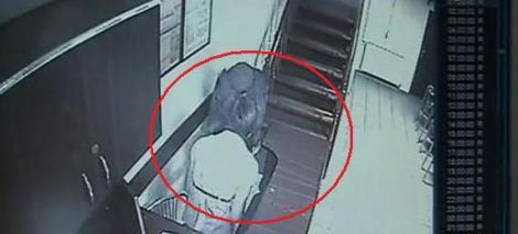 VIDEO! Jaf sub amenintarea cutitului la o sala de jocuri mecanice din Bacau