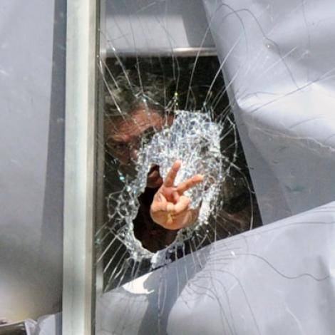 VIDEO! Amenintare cu bomba in Sydney: O fetita, ostatica