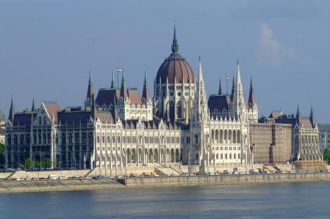 Comisia Europeana a somat Guvernul Ungariei cu sanctiuni daca nu schimba legislatia