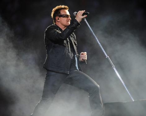 VIDEO! Bono a cantat sub amenintarea teroristilor