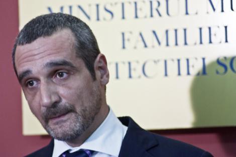 Sebastian Lazaroiu: Nu este treaba presedintelui sa intervina intr-o problema de competenta MAI