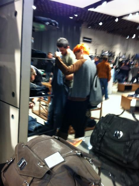 FOTO! Dana Nalbaru si Dragos Bucur, surprinsi la shopping in mall