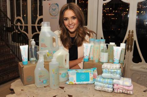 Jessica Alba lanseaza o colectie de scutece pentru bebelusi