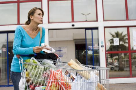 Sase metode pentru a face economii la cumparaturi