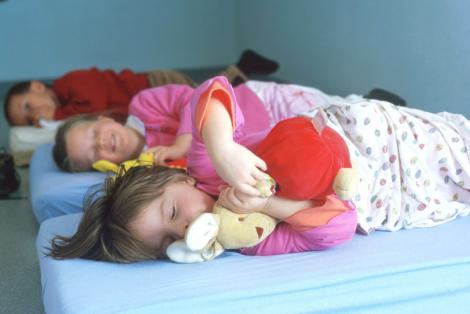 Afla cum sa iti convingi copilul sa mearga la culcare!