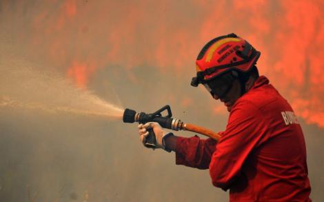 VIDEO! O pensiune a luat foc in apropiere de Brasov