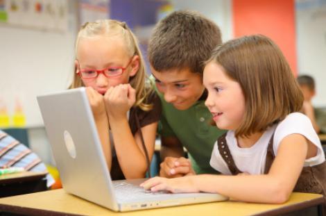 40% dintre copiii de doi ani din Suedia folosesc internetul