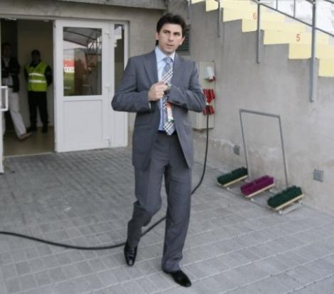 A antrenat aproape doua sezoane dar este sef peste toti antrenorii Europei. Lupescu a primit o functie de conducere la UEFA