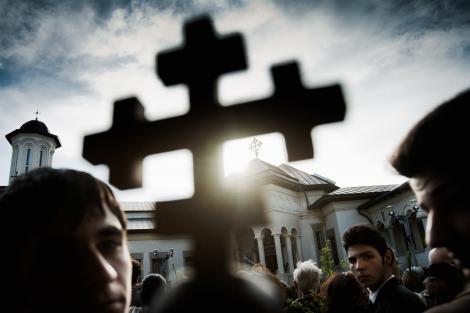 Crestinii ortodocsi intra astazi in Postul Craciunului