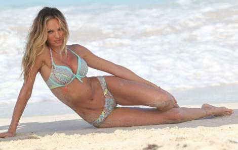 Galerie foto! Candice Swanepoel, supersexy in bikini pe plajele din Caraibe