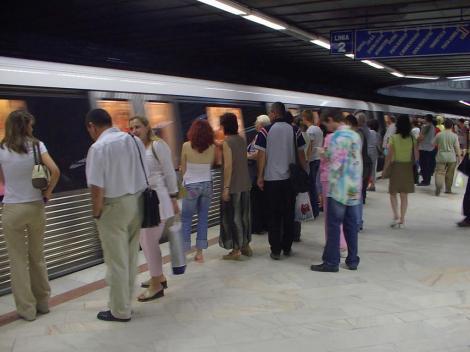Pretul biletelor de metrou ar putea creste in 2013
