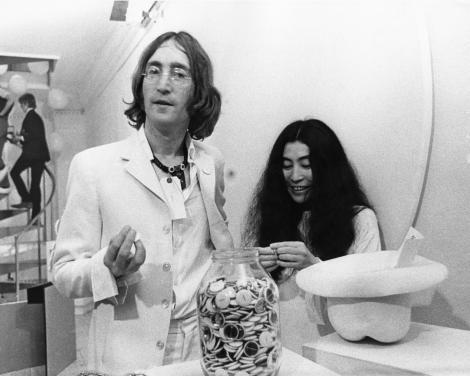 8 decembrie 1980: A fost asasinat John Lennon, membru al trupei Beatles