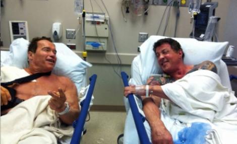 Arnold Schwarzenegger si Sylvester Stallone, colegi de suferinta pe patul de spital