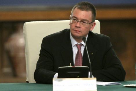 Ungureanu declara razboi evaziunii: Vrea sa recupereze 1,5% din PIB in doua luni