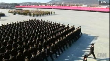 Im memoriam Kim Jong-il: Parada si flori la a 70-a aniversare