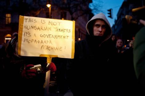 Budapesta: Proteste violente, dupa numirea unui actor extremist la conducerea unui teatru
