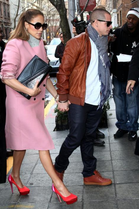 FOTO! Care Mark Anthony? Jennifer Lopez, de mana cu papuselul!