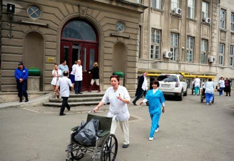 VIDEO! Spitalul din Piatra Neamt, evacuat din cauza unui miros puternic de gaze