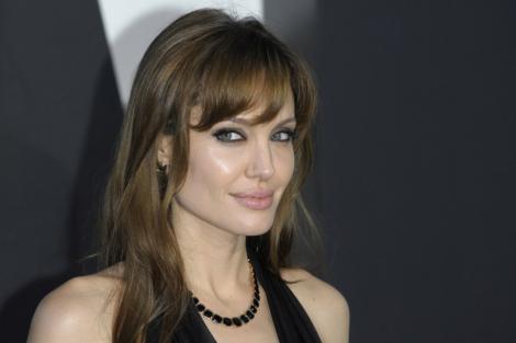 Angelina Jolie va semna prefata cartii de memorii a fostului sau sot Billy Bob Thornton