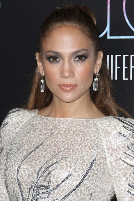 Cum sa te machiezi ca Jennifer Lopez