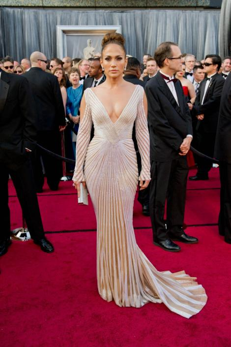 Slabeste 20 de kilograme cu dieta lui Jennifer Lopez!