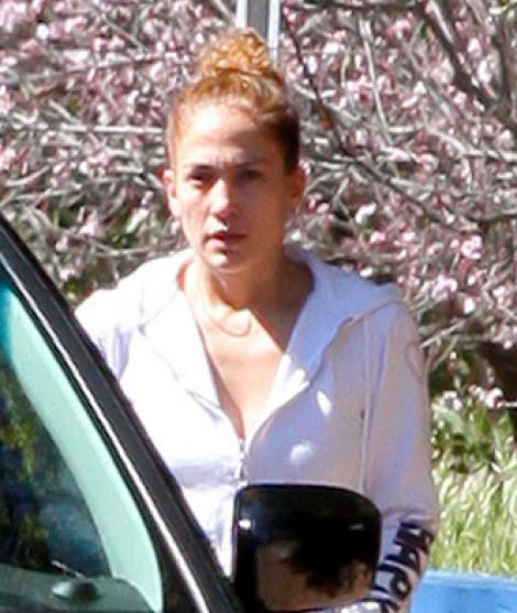 DE NECREZUT! Jennifer Lopez, FARA machiaj!