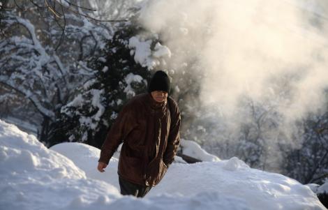 Numarul oamenilor care au murit de frig in Romania a crescut la 34