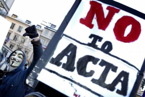 Polonia suspenda ratificarea controversatului acord ACTA