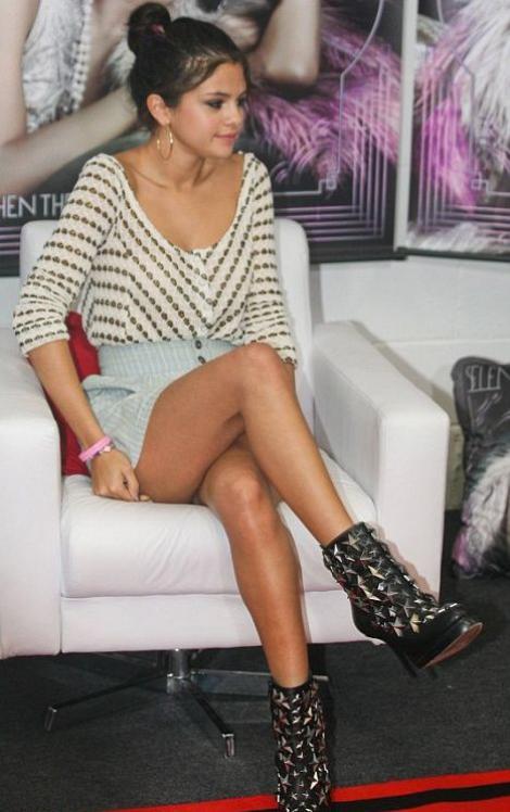 Selena Gomez NU respecta regulile vestimentare!