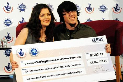 Au castigat 45 de milioane de lire sterline la loterie: 1, 3 milioane ii ofera unui prieten