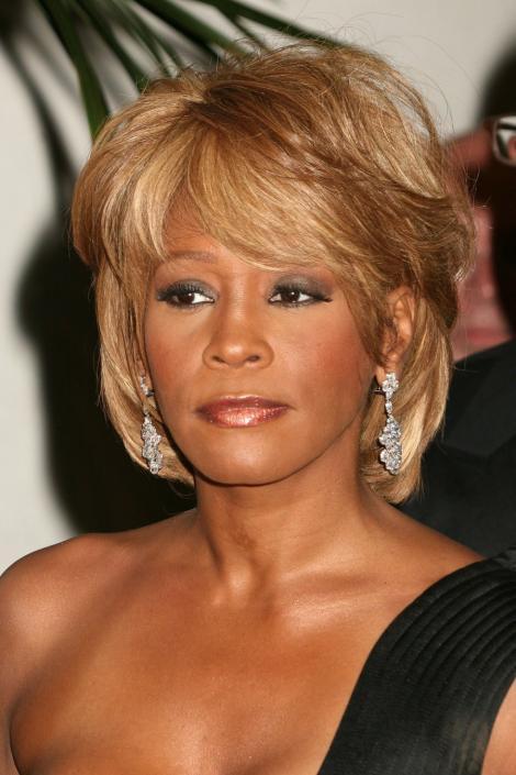 "VIDEO! Bobbi Kristina, bantuita de Whitney Houston: ""Se aprind luminile prin casa"""