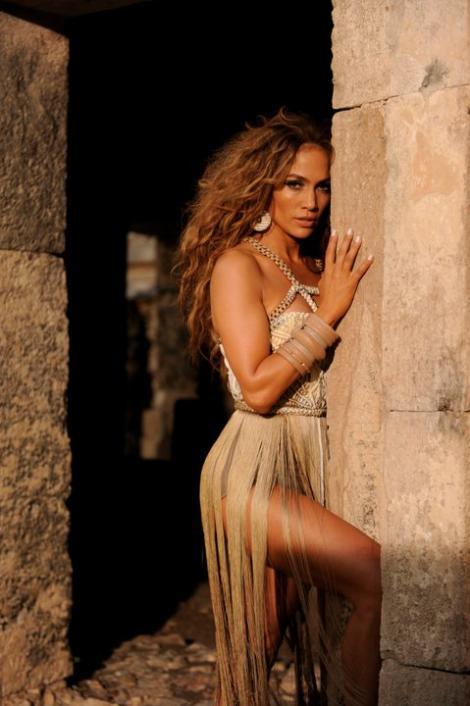 VIDEO! Iti vine sa crezi? Un barbat, sosia lui Jennifer Lopez