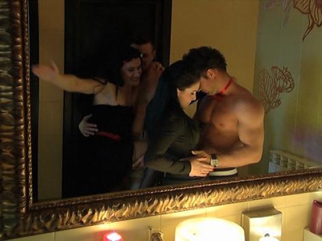 De ce merg femeile impreuna la baie? Daniela Crudu si Adelina Pestritu elucideaza misterul la In puii mei!