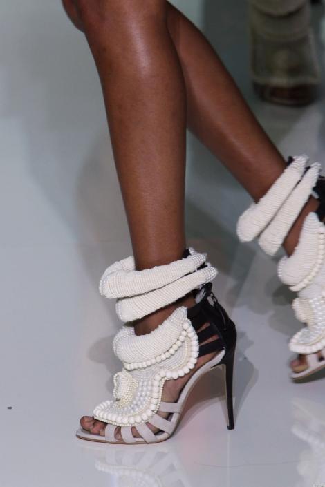 Vezi cat costa pantofii creati de Kanye West