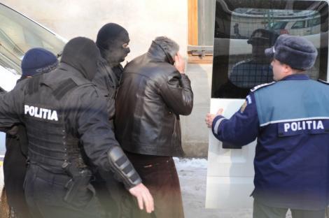 Mandate de arestare pentru zece persoane in dosarul cetateniei