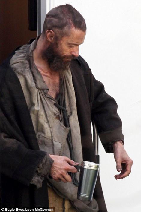 FOTO! Hugh Jackman, de nerecunoscut in rolul lui Jean Valjean